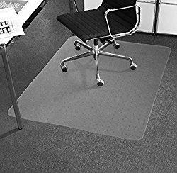 Die Bodenschutz matte schützt nicht nur den Boden sondern auch die Rollen des Pro Gamer Stuhls